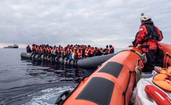 Benzina sul mare Salvate 102 persone