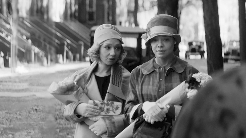 Una scena da «Passing», debutto alla regia per Rebecca Hall