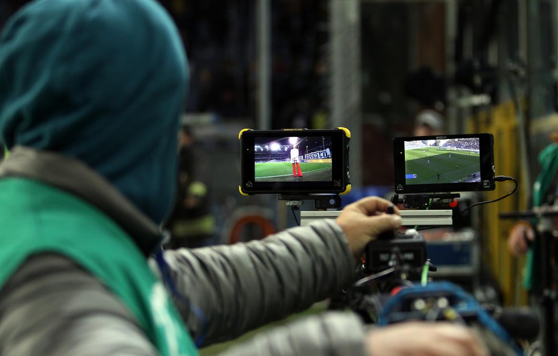 Telecamere di Dazn a una partita di serie A
