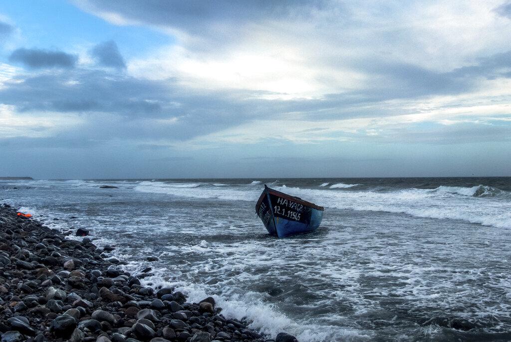 Barcone usato dai migranti al largo delle coste di Gran canaria