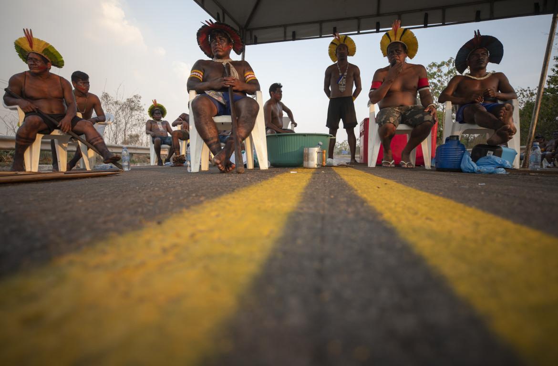 L'autostrada BR-163 nello Stato di Para, bloccata dai Kayapo a difesa delle terre indigene