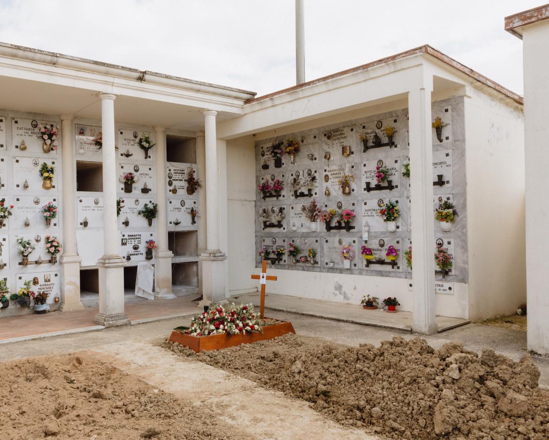 La tomba di Adriano Trevisan, prima vittima europea certificata del Covid 19