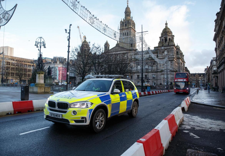 Glasgow in lockdown; in basso Nicola Sturgeon