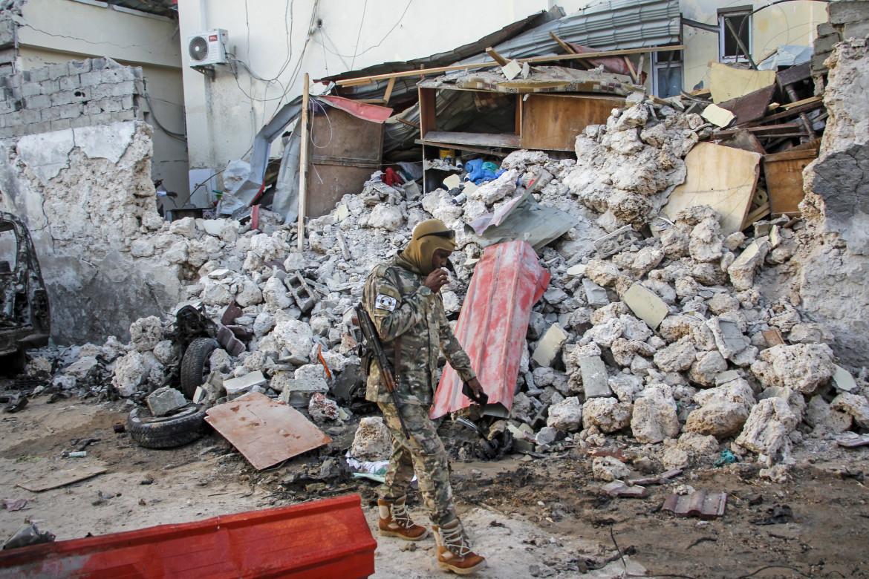 Mogadiscio, 1 febbraio 2021. L'Hotel Afrik dopo l'attacco