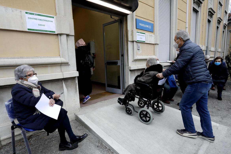 Vaccinazioni all'ospedale Niguarda di Milano
