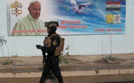 Iraq Un poster in strada annuncia larrivo di papa Bergoglio