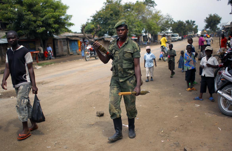 Un miliziano del gruppo ribelle armato M-23 nel Nord Kivu