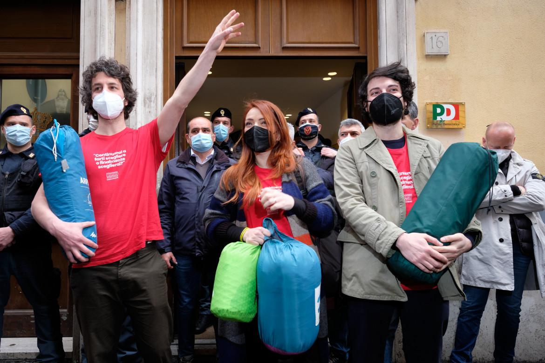 Le Sardine Mattia Santori, Jasmine Cristallo e Lorenzo Donnoli al Nazareno
