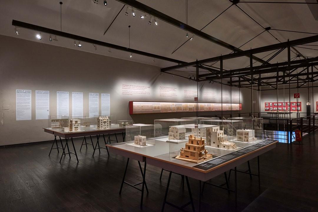 Sala espositiva del Mak, Vienna:  progetti di Adolf Loos