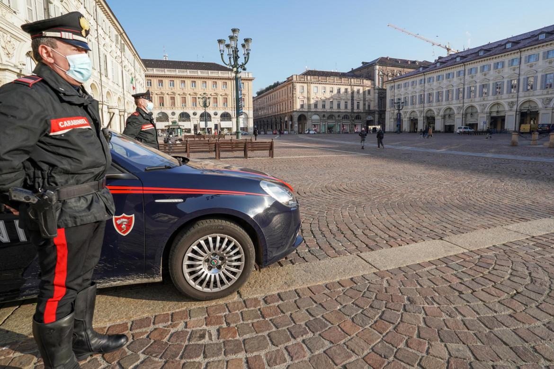 Carabinieri sorvegliano le strade, Torino