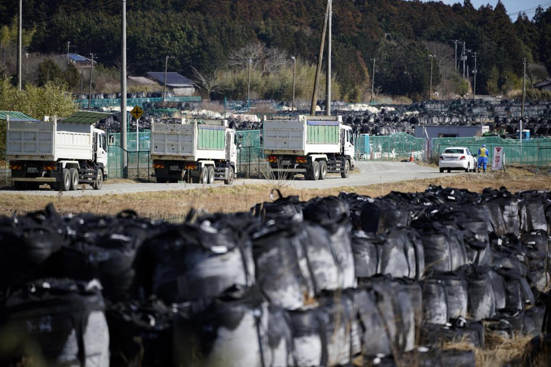 L'operazione di decontaminazione del terreno a Fukushima