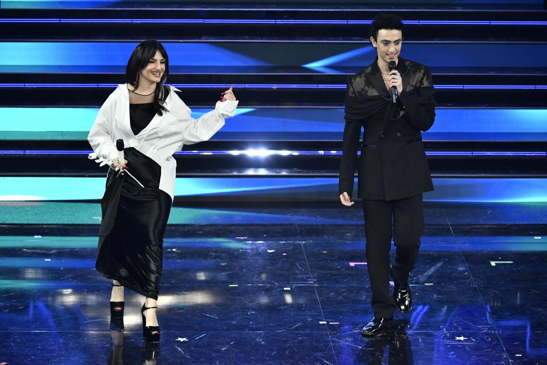 Arisa sul palco di Sanremo con Michele Bravi