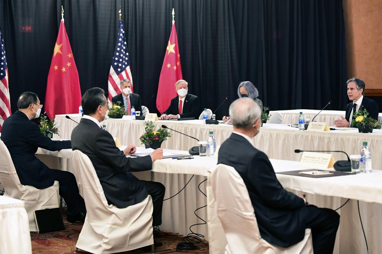 L'incontro tra delegati americani e cinesi in Alaska