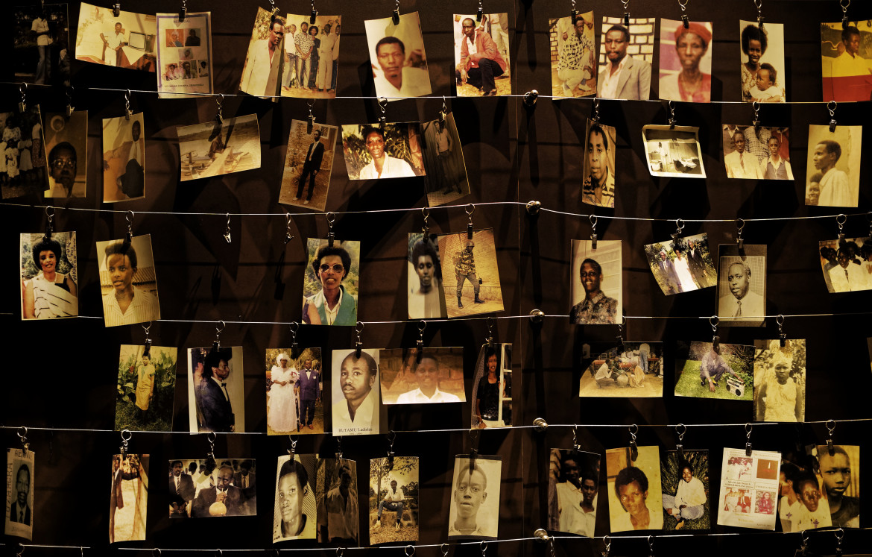 Kigali, Ruanda, foto di vittime esposte al Genocide Memorial Centre