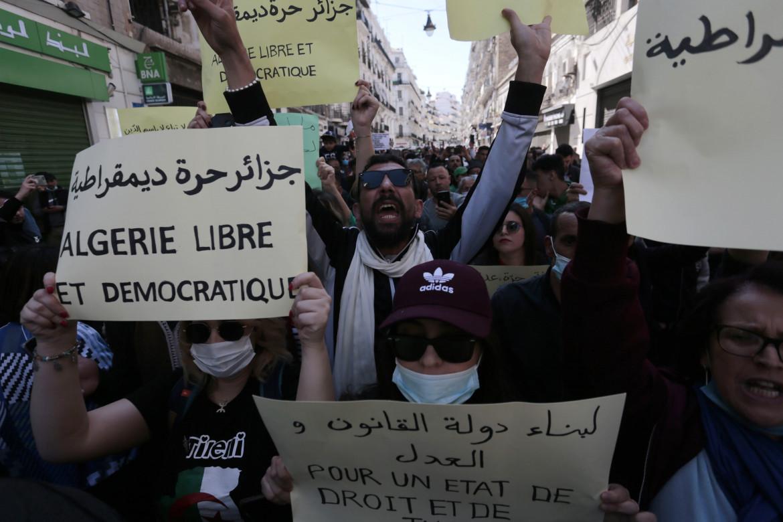 «Algeria libera e democratica», lo slogan delle proteste di venerdì