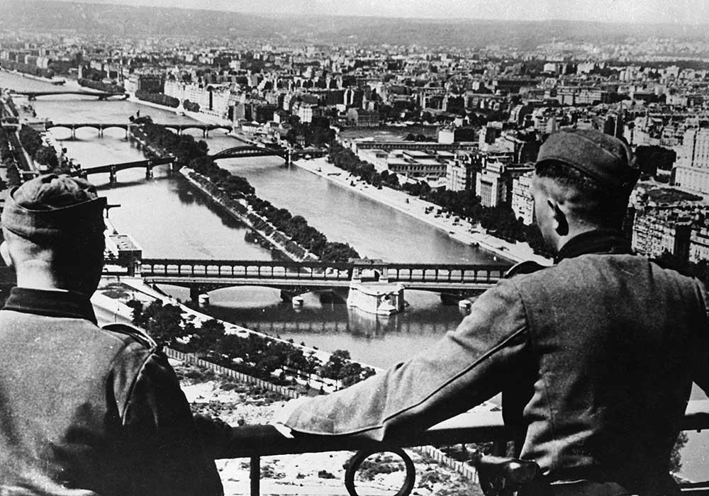 Un'immagine dell'occupazione tedesca di Parigi