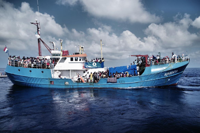 La nave Iuventa dopo un soccorso