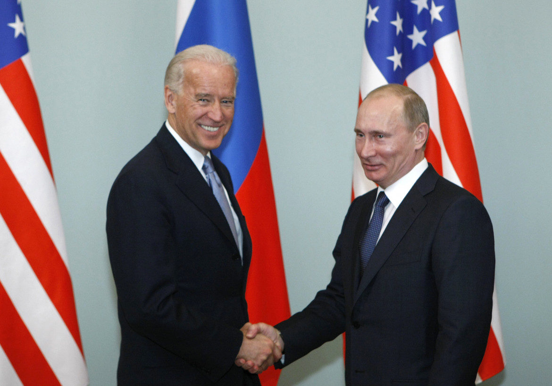 Mosca, 2011: l'allora vicepresidente Joe Biden con Vladimir Putin