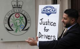 Gran Bretagna Uber cede ai giudici e assume come dipendenti 70 mila autisti