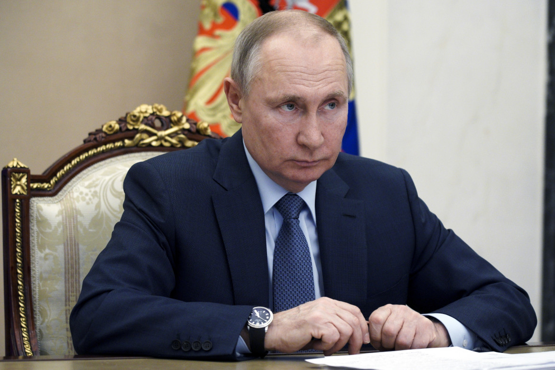 Il presidente russo Vladimir Putin in videoconferenza da Mosca
