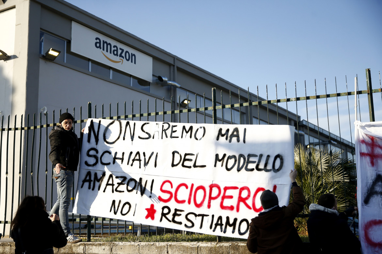 Un presidio durante lo sciopero Amazon