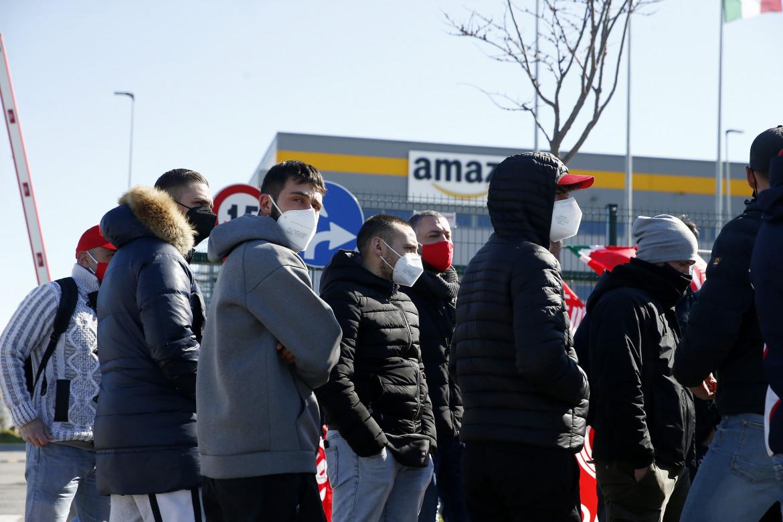 Il presidio dei lavoratori Amazon in sciopero a Passo Corese