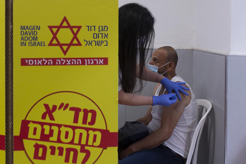 Vaccini nella colonia israeliana di Nili, in Cisgiordania