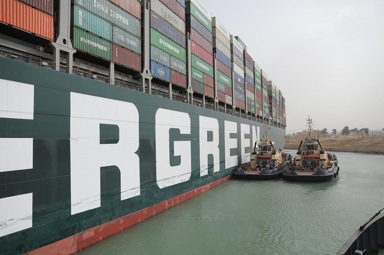 Canale di Suez. Si tenta di disincagliare la Ever Given