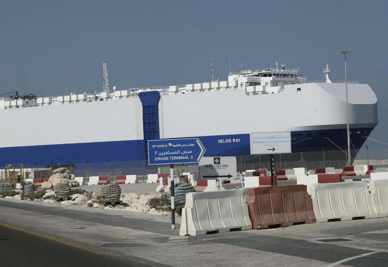 Il cargo israeliano Helios Ray danneggiato da un'esplosione lo scorso febbraio