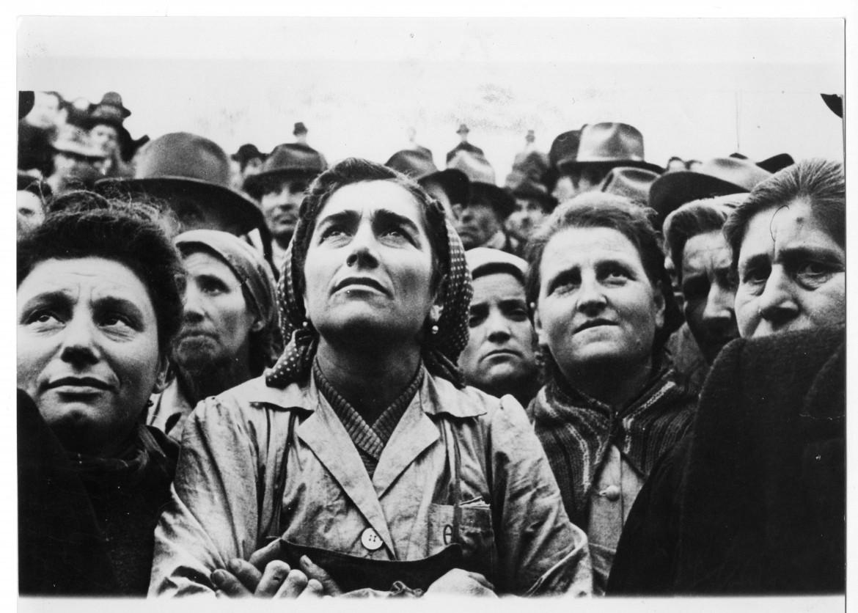 Una manifestazione nel nord del Paese all'indomani della Liberazione foto Archivio Manifesto