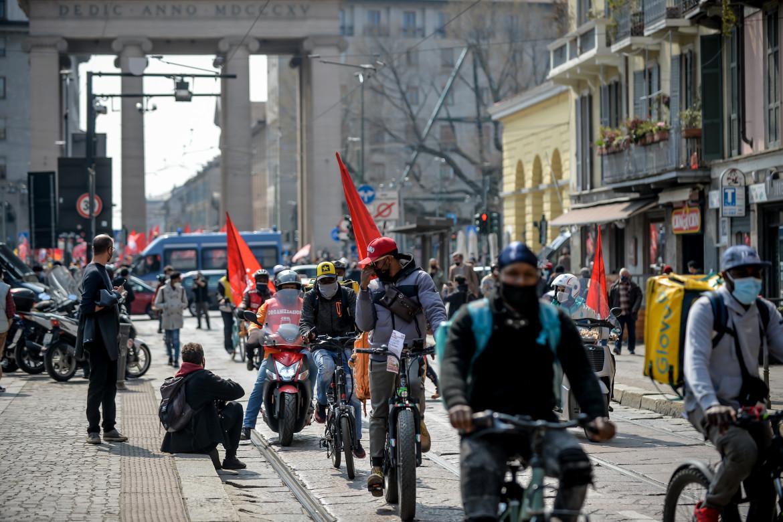 Lo sciopero dei rider ieri a Milano
