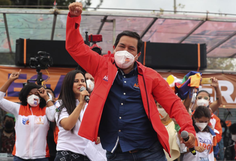 Andrés Aráuz, il candidato della coalizione della sinistra progressista, nel comizio finale a Quito