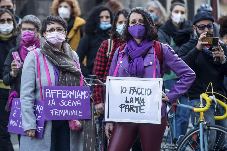 La manifestazione al Teatro Argentina di Roma