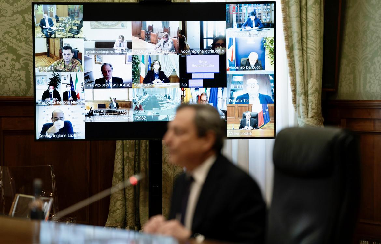 Regioni e Lega chiedono zone gialle e riaperture. Draghi resta prudente |  il manifesto
