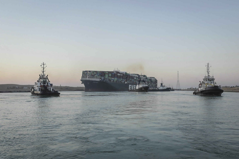 La portacontainer Ever Given liberata dopo essersi incagliata, lo scorso martedì, nel Canale di Suez
