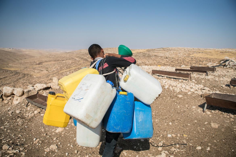 Cisgiordania, procurarsi l'acqua resta un problema quotidiano per un buon numero di palestinesi sotto occupazione israeliana