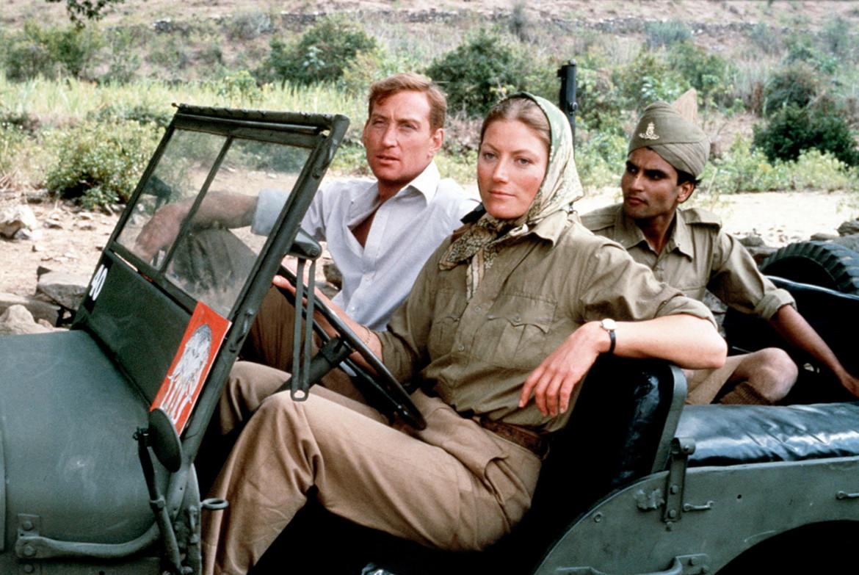 Geraldine James (Sarah Layton) e Charles Dance (Guy Perron) nel serial televisivo The Jewel in the Crown, ITV, 1984, tratto da The Raj Quartet di Paul Scott