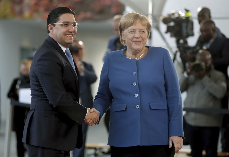 Il ministro degli Esteri marocchino Nasser Bourita con Angela Merkel