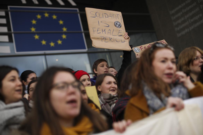 Bruxelles, protesta davanti al Parlamento europeo in occasione della Giornata internazionale della donna
