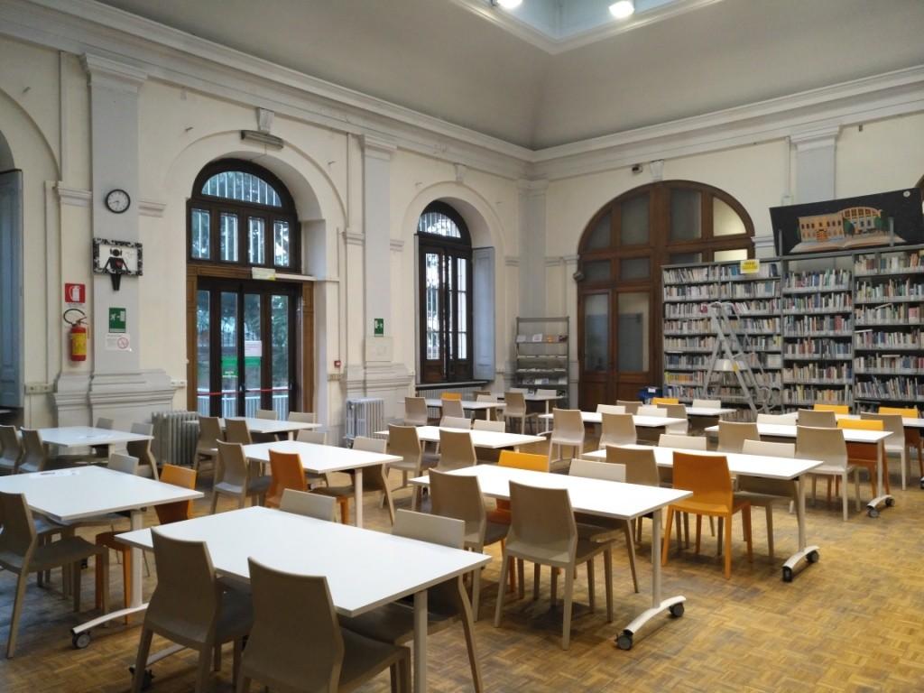 Nella foto la biblioteca di Pinerolo