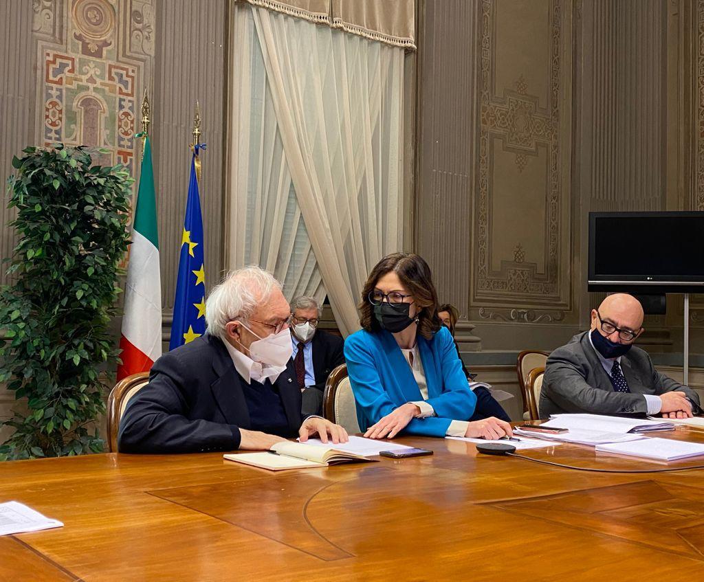 Incontro in videoconferenza con le regioni, nella foto i ministri Gelmini e Bianchi