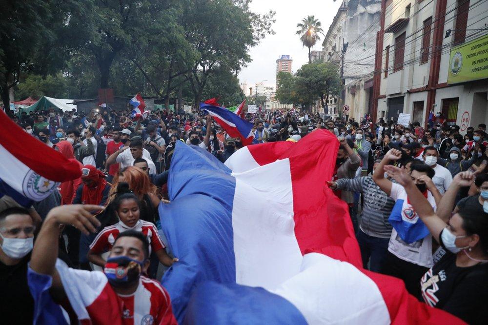 La protesta ad Asunción mentre la Camera salvava Abdo Benítez dall'impeachment