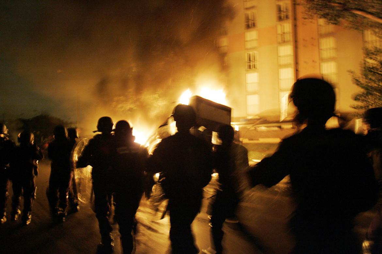 Un' immagine delle rivolte nel 2005