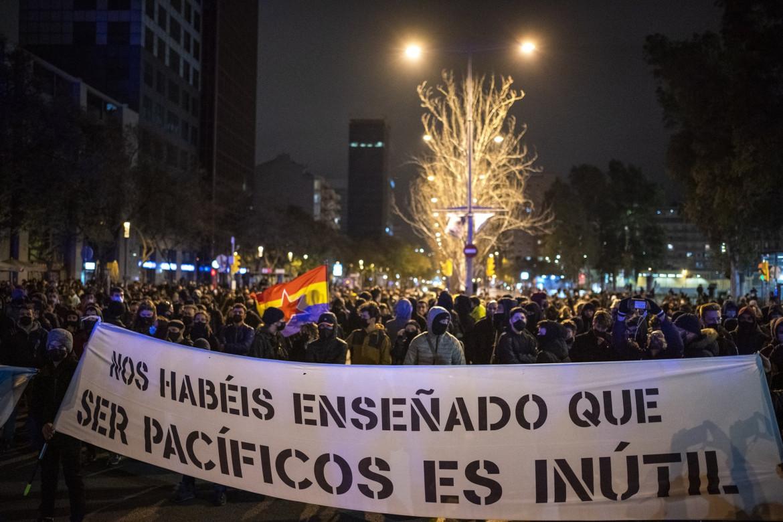 Corteo a Barcellona per la liberazione del rapper Pablo Hasél