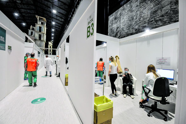 Milano, nuovo centro vaccinale presso l'Hangar Bicocca