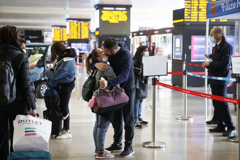 Partenze per le vacanze alla stazione Termini prima dell'attuazione delle restrizioni