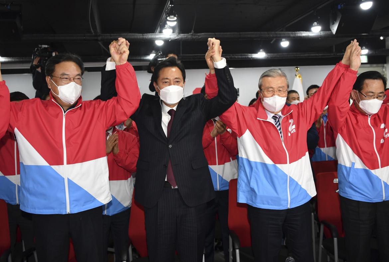 I festeggiamenti di Oh Se-hoon, candidato dell'opposizione al ruolo di sindaco della capitale Seul