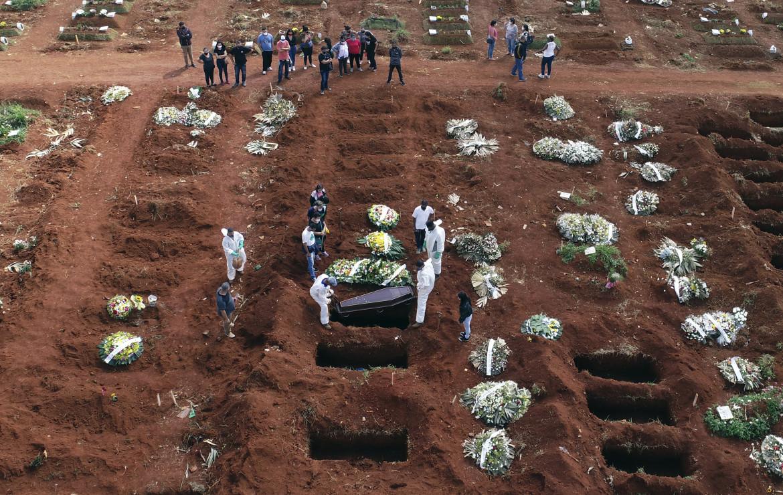 Misure anti-Covid nel cimitero di Vila Formosa a Sao Paulo