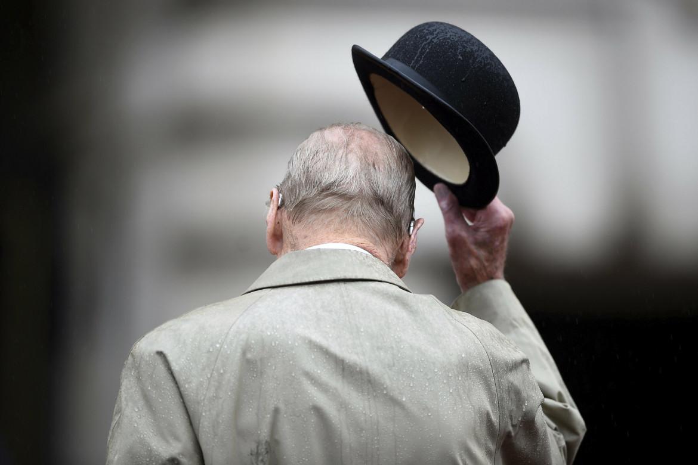 Il principe Filippo durante una parata a Buckingham Palace