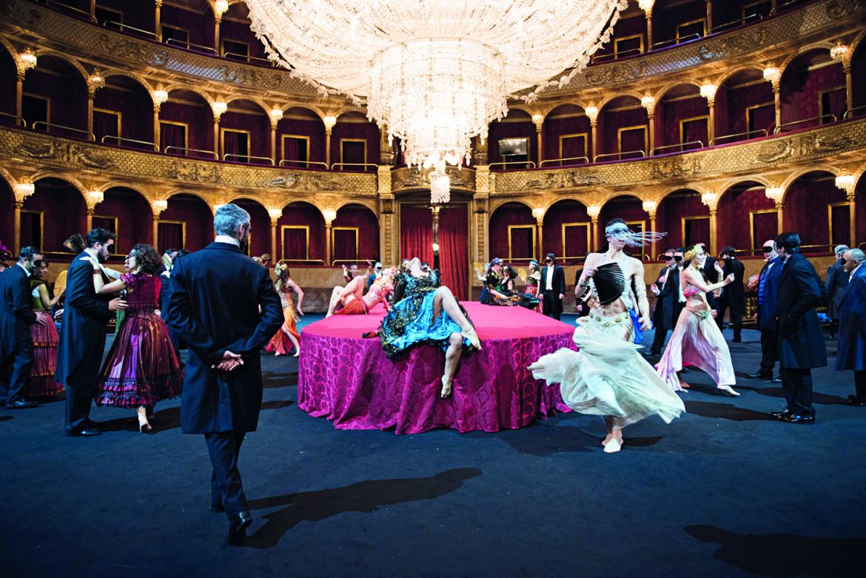 Una scena da «La Traviata» regia di Mario Martone